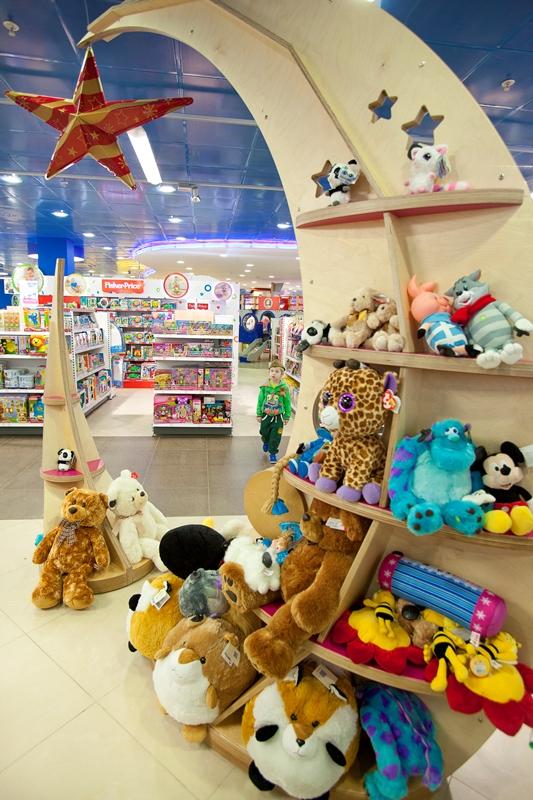 картинки магазина игрушек которые продаются в россии деревьях