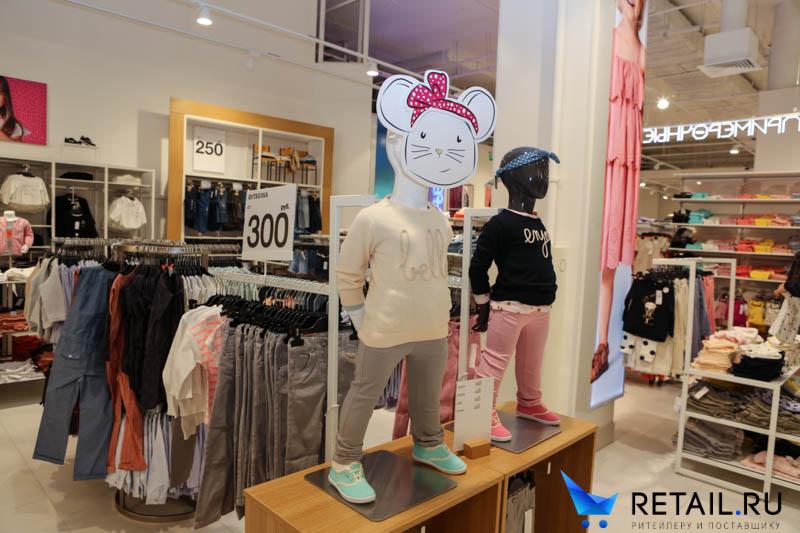 aca3788a2 Магазин очень яркий и привлекательный, но отмечу и недостатки. Во-первых,  входная зона оформлена женской одеждой, а она всегда не такая яркая, как  детская.