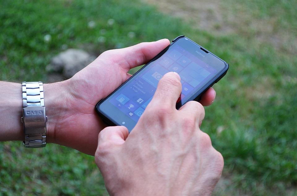 Операторы начали брать плату заСМС насервисные номера банков