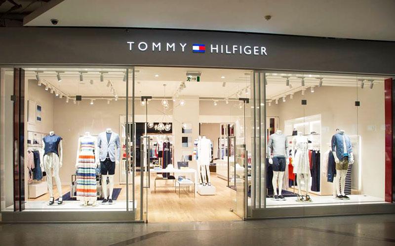 0d4f103bb6cd Tommy Hilfiger открыл первый магазин Tommy Jeans в России | Retail.ru