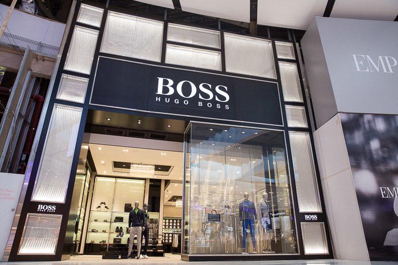 72249887f78 Hugo Boss. Бренд мужской одежды открыл магазин площадью 3000 квадратных  футов