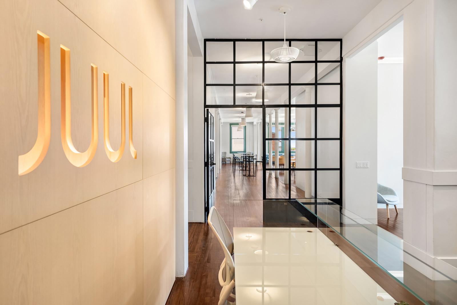 Производитель электронных сигарет Juul Labs вложит $100 млн в