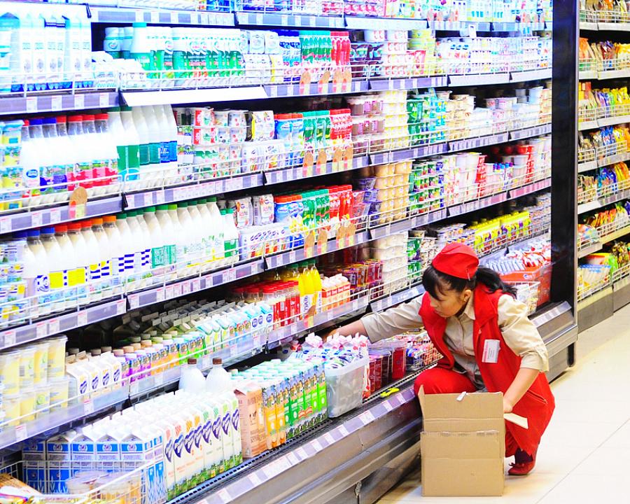 предлагает фото идей представленности товаров в магазине случае если
